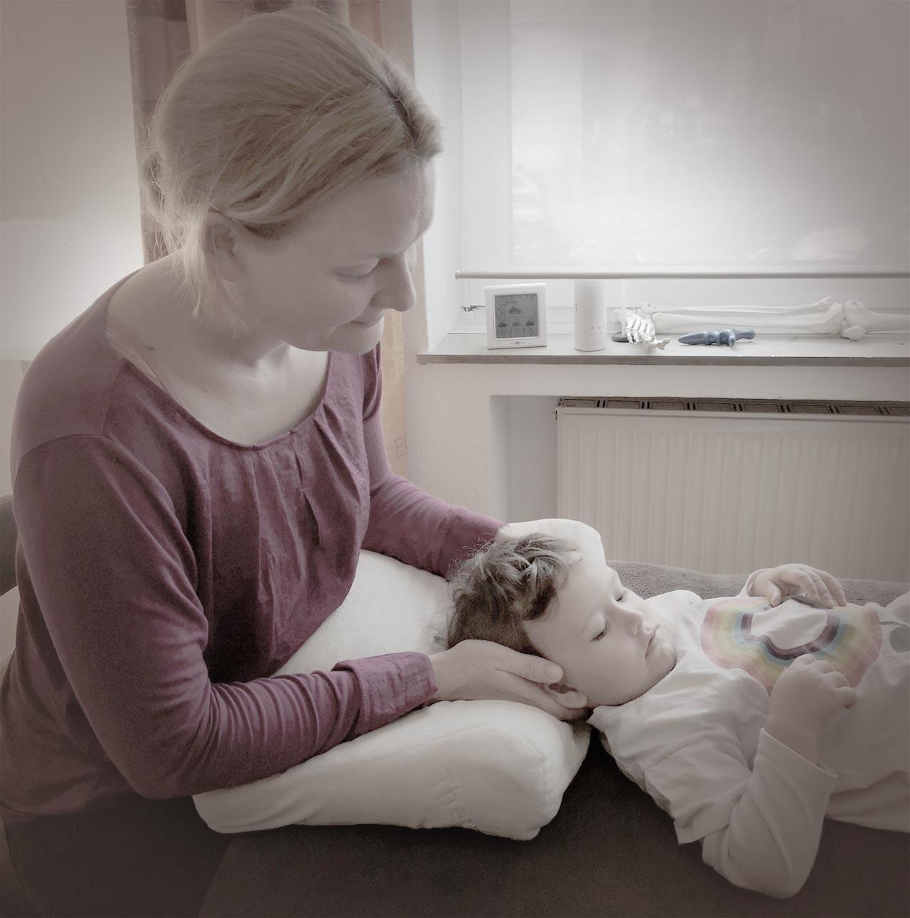 Osteopathie Köln in der Behandlung eines Kindes